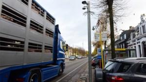 """Ongenoegen groeit bij buurt na vijf jaar wachten op vrachtwagensluizen: """"Wij denken aan verhuizen"""""""