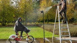 Onze 'nuttige idioot' doet de regenpakkentest: efficiënter en minder plakkerig, maar natte voeten blijven