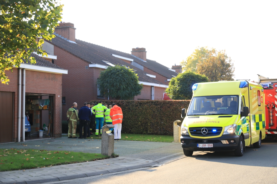 """Vrouw (63) valt tijdens kuisen van de ramen en overlijdt: """"Net nu ze samen met haar man van haar pensioen kon gaan genieten"""" - Gazet van Antwerpen"""