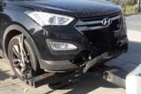 Bizar ongeval: bestuurder krijgt loodzwaar gewicht frontaal op auto