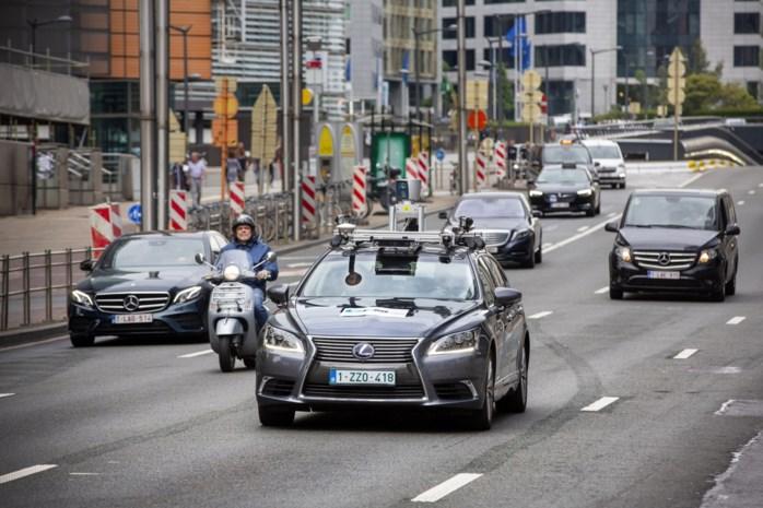 """Autosector staat voor ongeziene omwenteling: """"Als ik zie hoe ver de Chinezen staan, slaat de schrik me om het hart"""""""