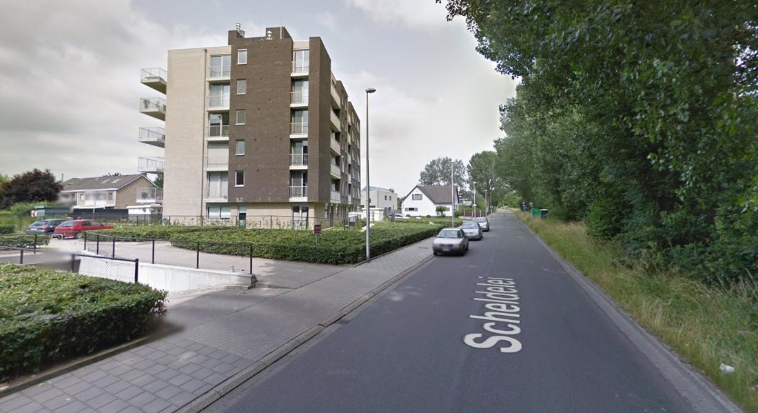 Huurwagen wordt achtergelaten na aanrijding (Hoboken) - Gazet van Antwerpen