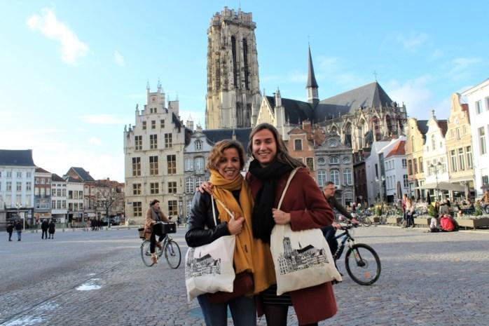 """Zussen verkopen draagtassen en T-shirts met tekening van Sint-Rombouts: """"Mensen zijn trots op hun stad en willen dat tonen"""""""
