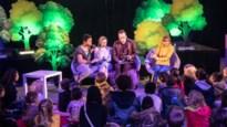 """'Nachtwacht'-acteurs promoten voorleesapp voor dove kinderen op Boekenbeurs: """"Ons dagelijks leesmomentje is weer iets knus geworden"""""""