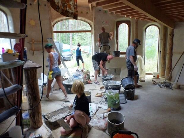 Van hobbithuisje tot houtskeletwoning: Ecobouwers geven inspiratie voor duurzaam bouwen