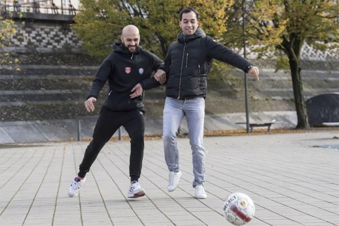 """Broers Sababti tegenover elkaar in het zaalvoetbal: """"Dezelfde speelstijl, maar we zijn geen kopieën van elkaar"""""""