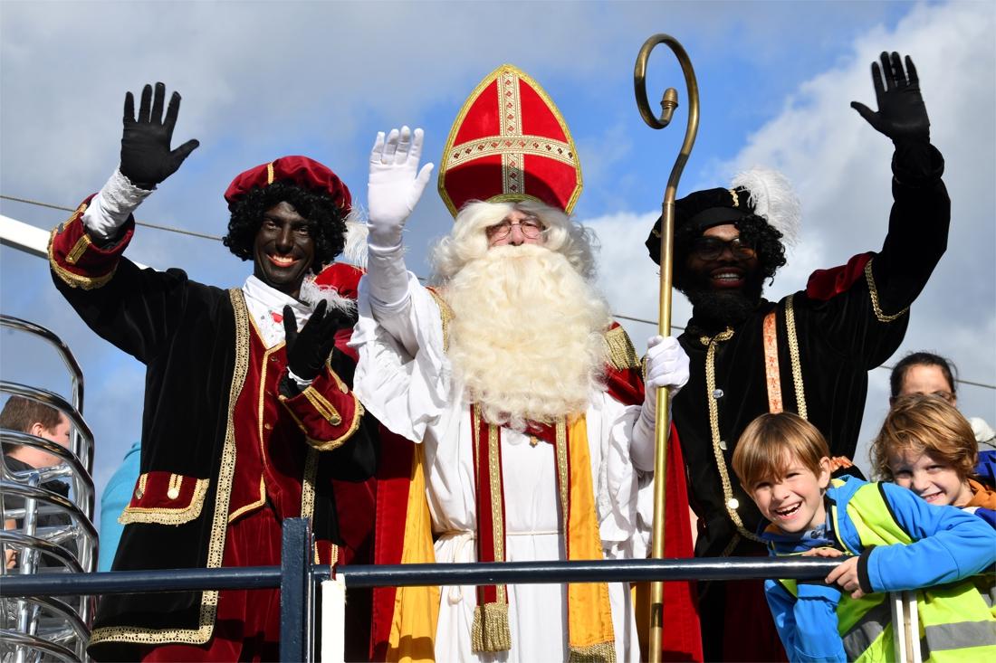 """Sinterklaas lokt massa kindjes naar Wijnegem: """"Mede dankzij onze échte Zwarte Pieten"""" - Gazet van Antwerpen"""