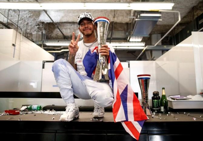 """Lewis Hamilton moest met """"demonen"""" afrekenen tijdens titelstrijd"""