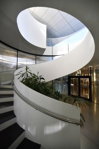 IN BEELD. Zo ziet het imposante provinciehuis er vanbinnen uit