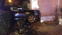 Dronken bestuurder belandt met auto tegen gevel