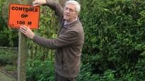 """Jos Van Bavel bergt wegwijzers wandelclub na 34 jaar voorgoed op: """"80.000 wandelaars door Schoten geleid"""""""