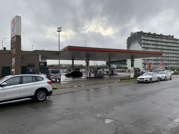 Twee jongeren overvallen tankstation: shopbediende bedreigd met mes