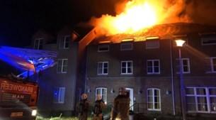 """Uitslaande brand in tijdelijk asielcentrum Bilzen: """"Brand is aangestoken"""""""