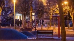Politie en groep jongeren in de clinch op Jos Verhelstplein