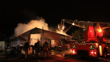 Buurt geëvacueerd na zware brand: mogelijk asbest in het spel