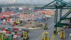 Zes dokwerkers naar ziekenhuis door lekkende container