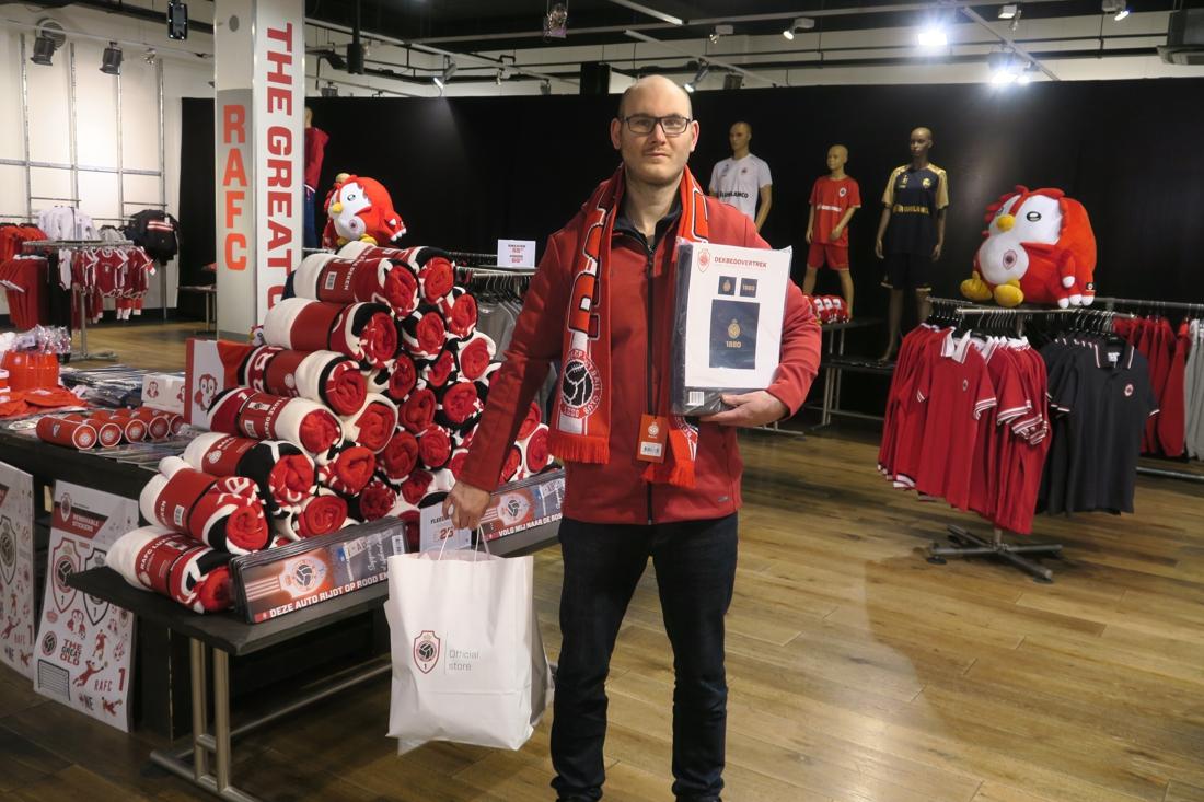 """Antwerp opent tijdelijke fanshop in Wijnegem Shopping Center: """"Collectie is flink uitgebreid"""" - Gazet van Antwerpen"""