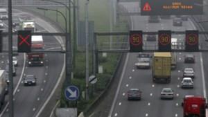 Nog maar 100 km/uur in Nederland: maakt dat het verkeer veiliger en moeten wij dat ook doen?