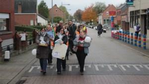 """Bezorgde ouders en leerkrachten houden mars tegen afstoten gemeentescholen: """"Kwaliteit zal afnemen bij ander net"""""""