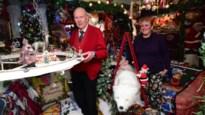 """Kersthuis met meer dan 200 artikelen opnieuw open: """"Mijn tas koffie kan nog net op het tafeltje staan, onder de ijsbeer"""""""