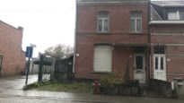 """Twee daklozen aangetroffen in leegstaande woning: """"Gerucht gaat dat ze vuur maakten"""""""