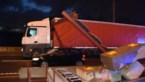 Alweer vrachtwagen tegen hoogtebegrenzer aan Scheldebrug