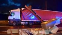 Opnieuw knalt te hoge vrachtwagen tegen hoogteportiek Scheldebrug