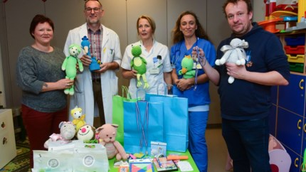 Stichting De Kleine Strijders deelt pakketten uit voor aangenamer ziekenhuisverblijf