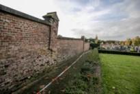 Herstellingen aan kerkhofmuur dringen zich op