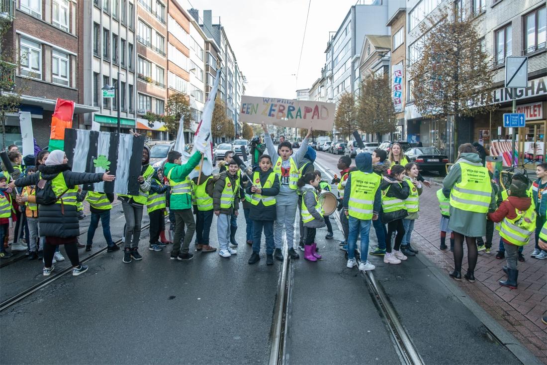 Leerlingen blokkeren even Turnhoutsebaan en eisen veilige ov... (Borgerhout) - Gazet van Antwerpen