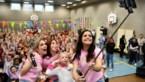 K3 vervult wens van Annelie (6) met groot dansfeest in Sint-Cordulaschool