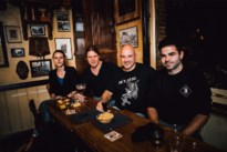 """Heavy-metalband Meantime speelt reünieconcert voor overleden drummer: """"Tijdens de eerste repetitie kwam veel onverwerkt verdriet naar boven"""""""