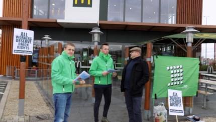 """Actie aan McDonald's: """"Intimidatie en druk voor werknemers in fastfoodsector"""""""