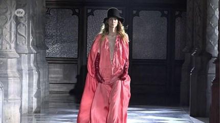 Eerste Antwerpse modeshow van Modehuis Ann Demeulemeester in Handelsbeurs