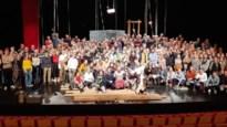 """Publiek klimt op podium uit protest tegen daling cultuursubsidies: """"Dit willen we overal in Vlaanderen zien"""""""
