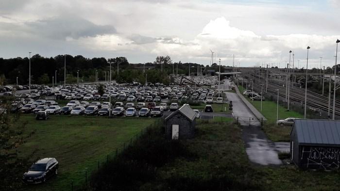 """Reizigers verbolgen over betalend parkeren aan station Noorderkempen: """"Elke extra drempel is een extra auto op de weg"""""""