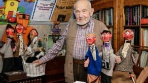 """Nonkel Ward (90) wekte 26 albums met helden van Pom tot leven: """"Welke pop Piet is en wie Bert? Dat ik het zelf niet meer weet!"""""""