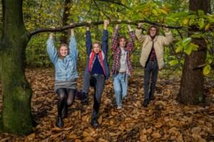 Opgroeien in de Hoge Rielen: Anna, Guus en Miel zijn geboren tussen de dennenbomen