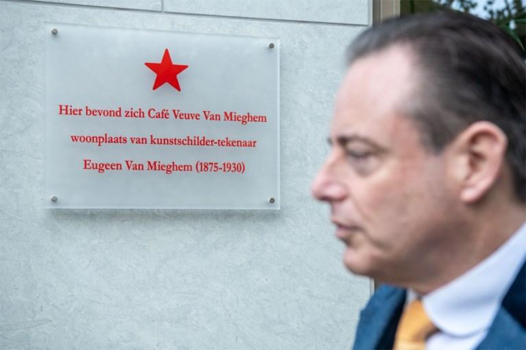 Gedenkplaat Eugeen Van Mieghem onthuld aan Red Star Line Museum