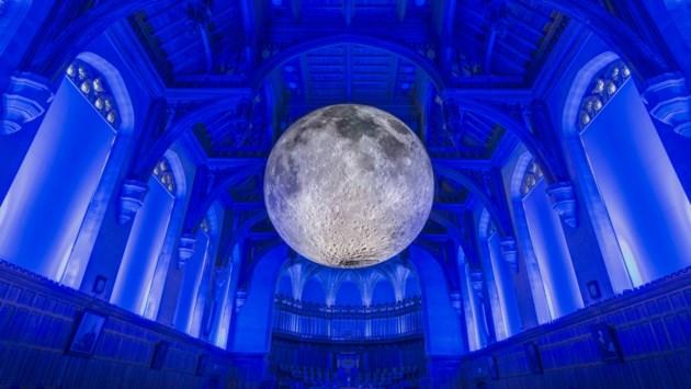 """Torenfeest schiet spectaculair op gang: """"Blij dat we wereldberoemde maan naar onze stad halen"""""""