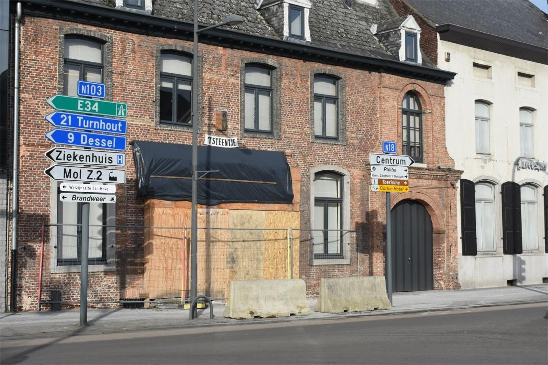 Historisch pand loopt opnieuw schade op na alweer auto in gevel - Gazet van Antwerpen