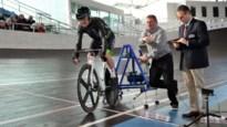 """Herman De Ridder verpulvert wieleruurrecord 80-plussers: """"De magische grens van 37 km/u heb ik deels aan de fans te danken"""""""