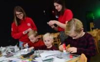 Honderden kunstige kinderen aan de slag