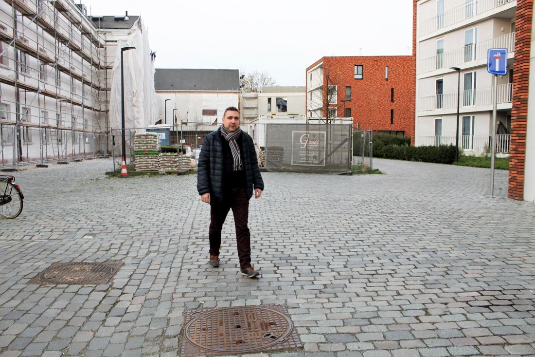 """Bewoner wijk Looks klaagt parkeerprobleem aan: """"De situatie wordt elk jaar erger"""" - Gazet van Antwerpen"""
