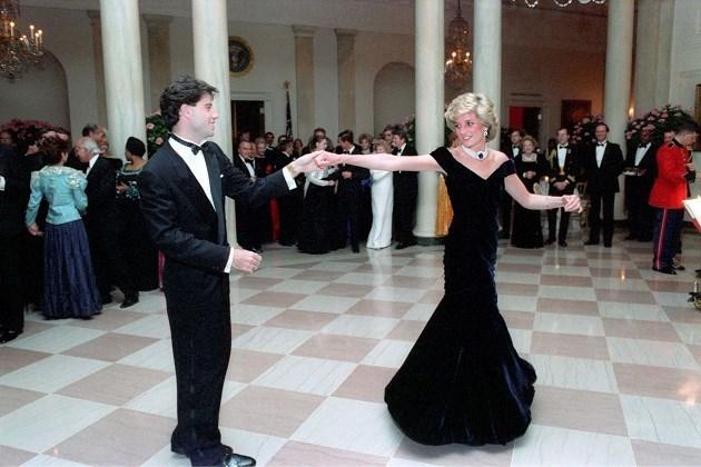 Iconische jurk van prinses Diana moet 410.000 euro opbrengen