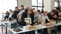 Stadsarchief verkoopt dubbele boeken en prentbriefkaarten