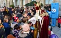 """Kinderen verwelkomen Sinterklaas bij Het Predikheren: """"Ik ga nu een tijdje slapen in het mooiste gebouw van de stad"""""""
