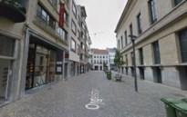 Hardnekkige foutparkeerder ziet auto getakeld worden in Antwerpse binnenstad
