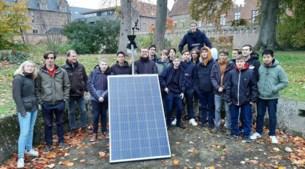 Leerlingen TSM bouwen weerstation in tuin aartsbisschoppelijk paleis