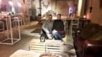 Bernard en Elke bouwen schuur om tot huiselijke winterbar